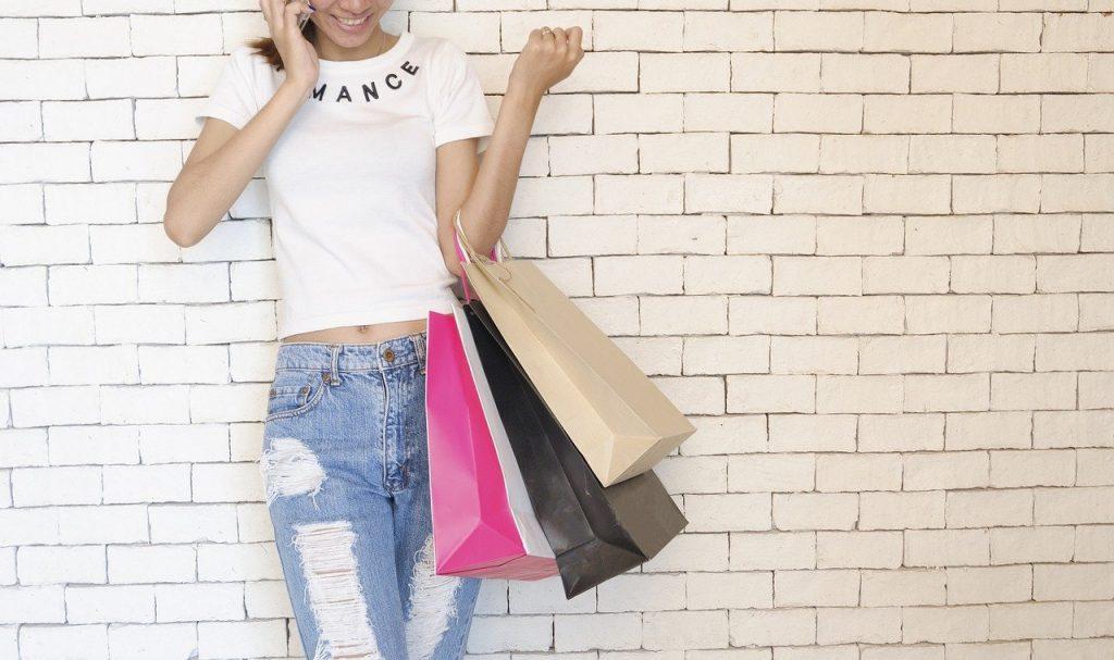 Des réseaux sociaux au shopping, il n'y a qu'un pas !
